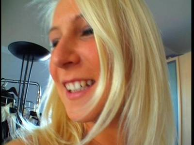 Heißes Homemade Video mit Sexgeiler Blonden Teen