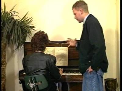 Intimer Musikunterricht mit wilder Dreiersex Orgie