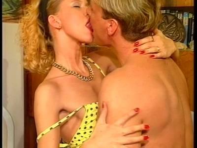 Blonde Anus geleckt und die stark behaarte Lustgrotte geknallt