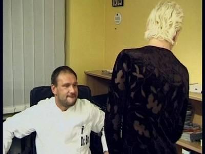 Sexbesessene blonde MILF beim Frauenarzt