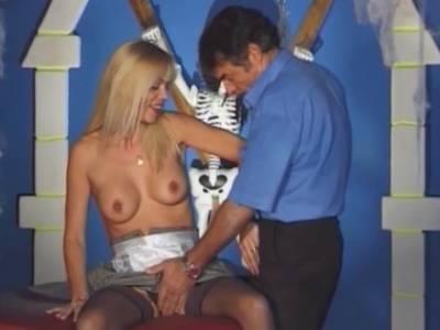 Dicke Titten brauchen einen Arschfick nach dem Kehlenfick