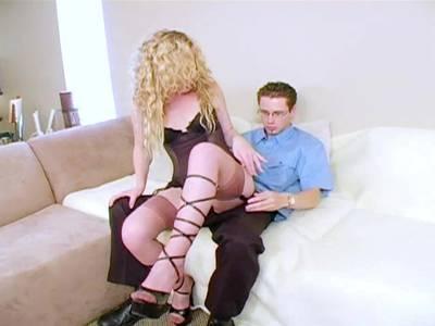 Nicole schluckt zum ersten Mal vor der Kamera