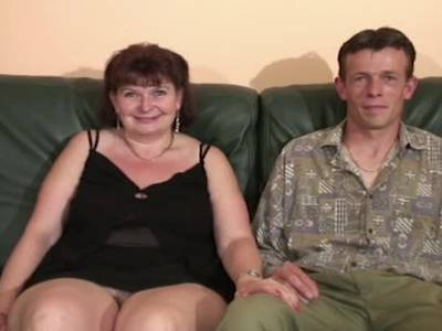 Franzsösische Oma beim Doppelfick willig durchgefickt