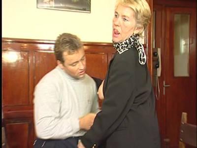 Jean Pallet beim Hardcorefick für unrasierte blonde Omafotze