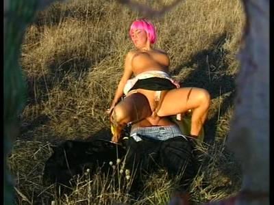 Geiler Outdoorsex mit einer vollbusigen versauten Frau