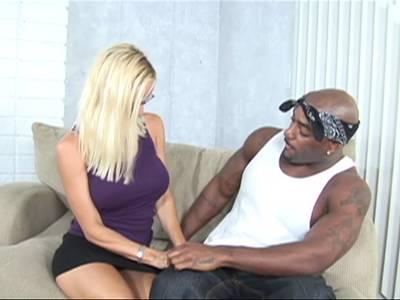 Blonde Titten MILF vom schwarzen Mann gebumst